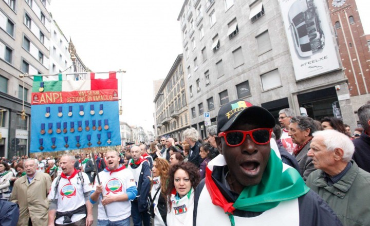 Milano, la contestazione di rito non guasta la festa