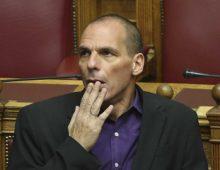 """Varoufakis: """"I grillini sono centristi, non di sinistra. Pronti ad abbracciare il sistema"""""""
